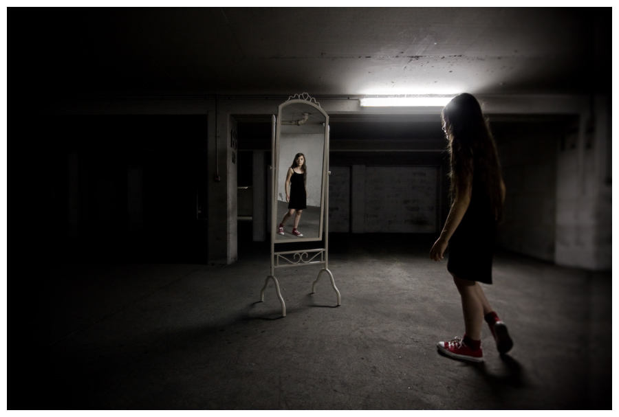 A bit like Alice - The strangest reflection - Conceptual photography