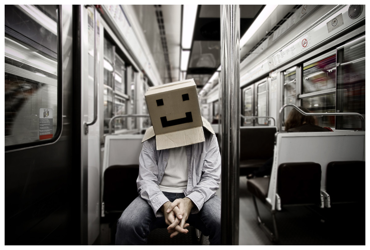 Cardboard Box Head #12 - Box on the move - Photographie conceptuelle