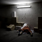Cardboard Box Head #17- The sleep box (photographie conceptuelle)