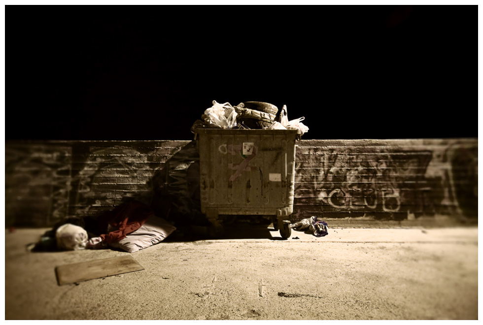 beautiful-garbage-can-night-photography.