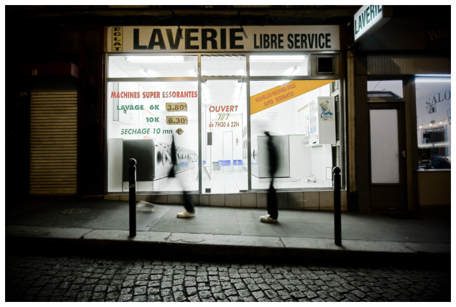 Une laverie dans la nuit - Night photography
