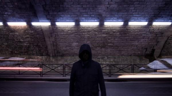 The shadow between lights