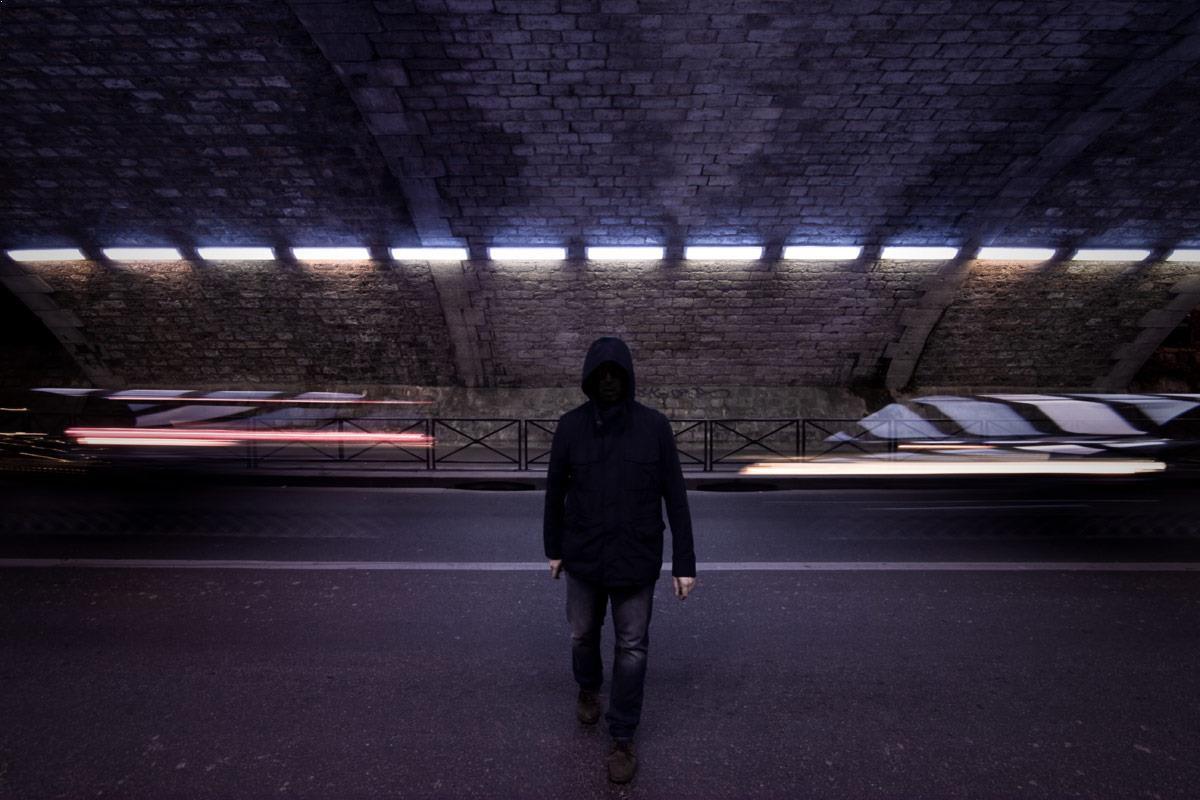 The shadow between lights - Night urban photo