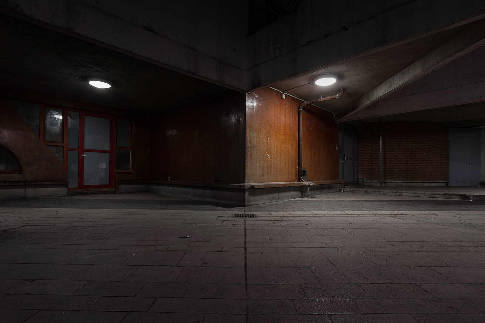 Between two worlds - Night urban photography