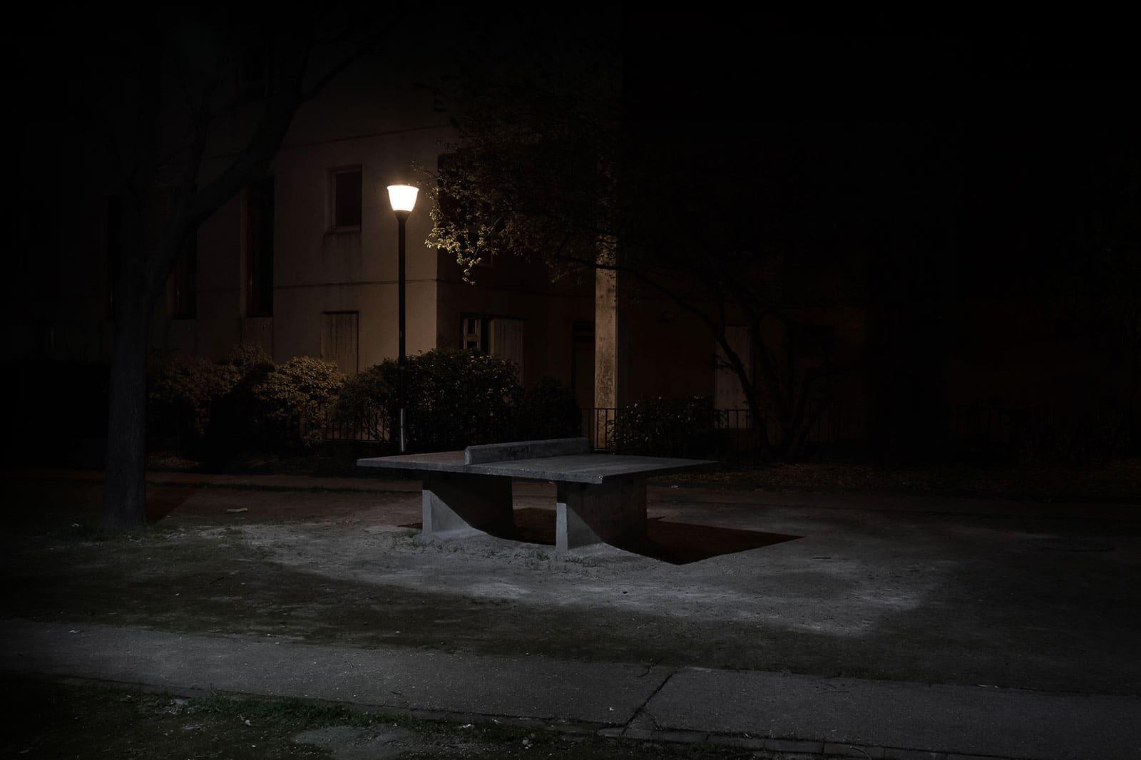 Monolithique - photographie de nuit urbaine