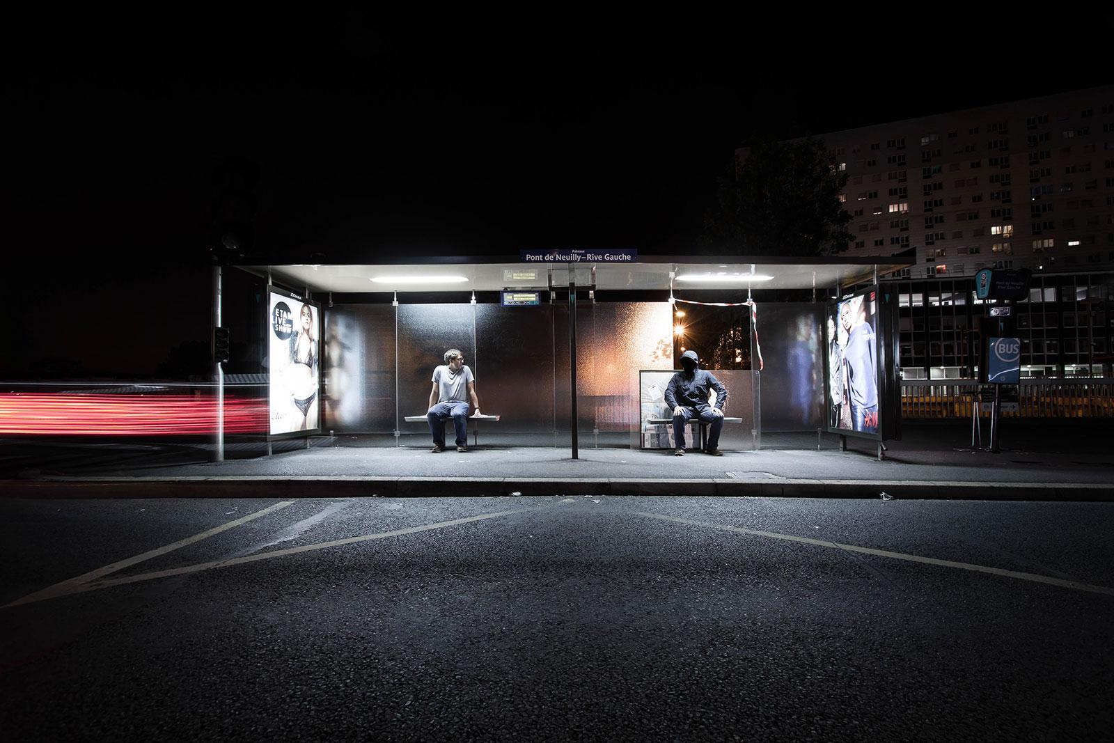 Rive droite, rive gauche - Photo de nuit conceptuelle