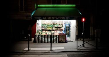 Épiceries de nuit - Urban Oasis 3 - photographie de nuit