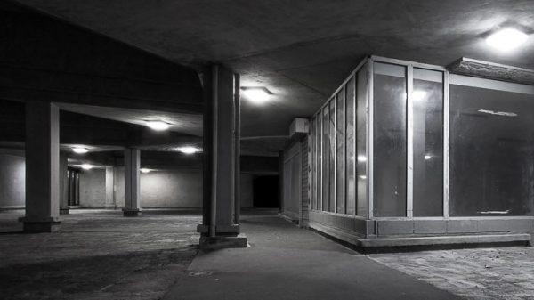 Vignette - photographie urbaine de nuit-au - Au milieu de nulle part