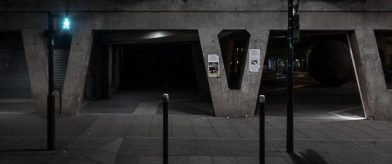 Outside the bunker - photographie urbaine de nuit- Vignette